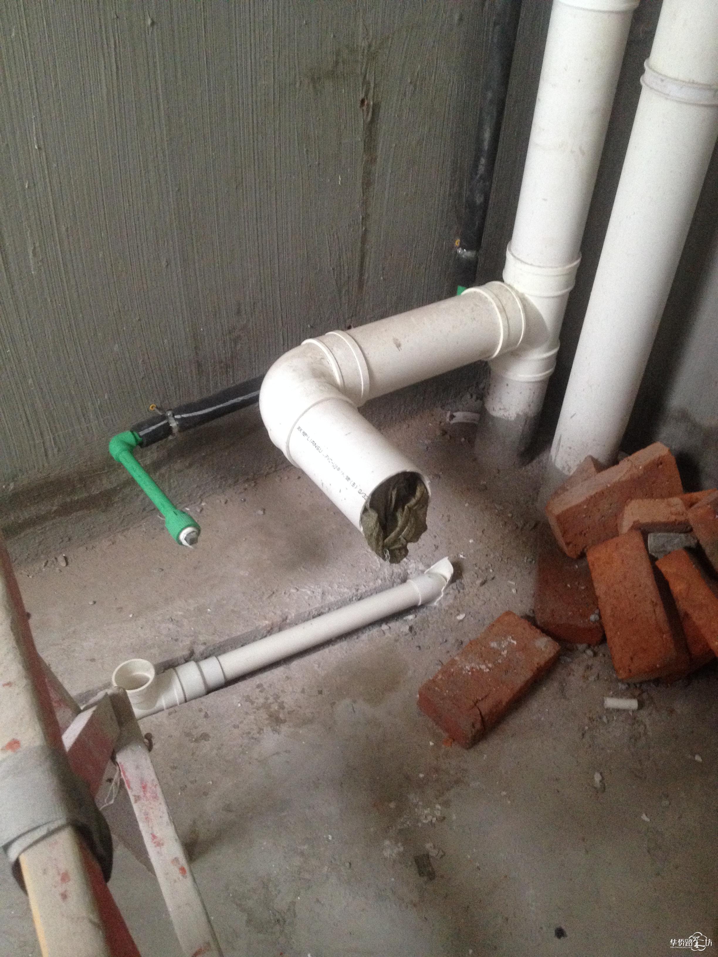 主卫墙排马桶管道改造