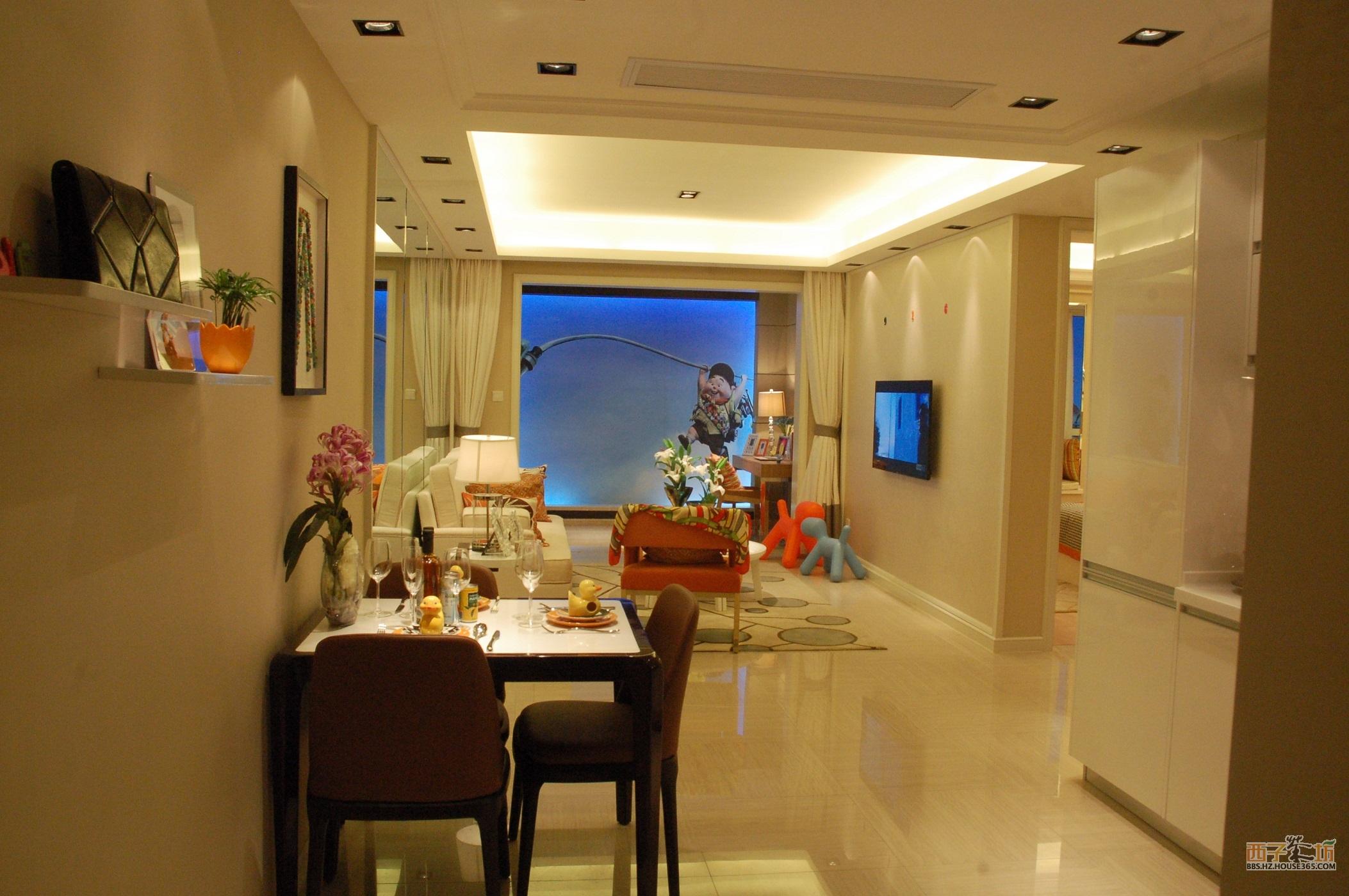 进门左侧是客厅,右侧是餐厅,玄关靠客厅还是餐厅图片