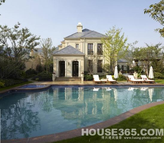 一般独栋别墅带花园游泳池的面积多大 花园占了多少平方米