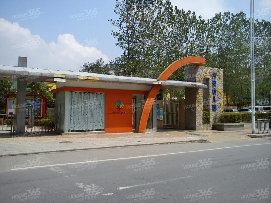 月安花园13平米车库产权房