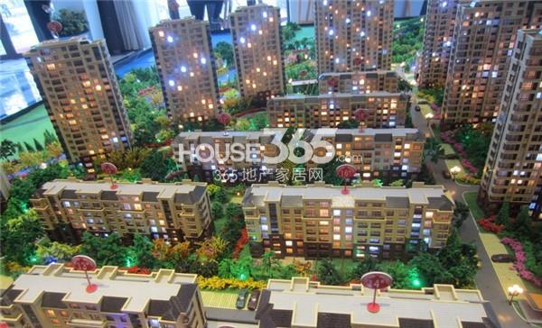 金沙美丽岛:多层户型区间81-110平 均价7400元/平