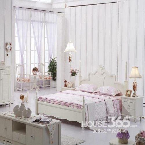 欧式卧室装修效果图:白色主调的欧式卧室设计,浪漫的格局让人很喜欢