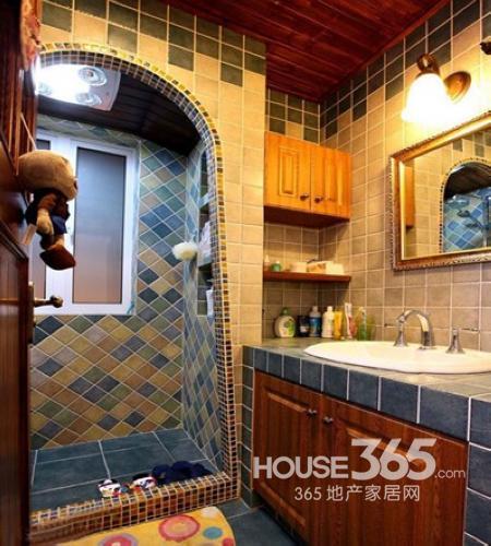 卫生间装修设计图:混搭格调卫浴空间设计,瓷砖的搭配是亮点.