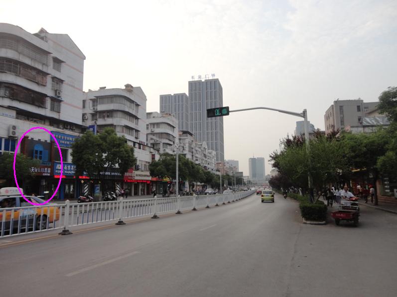 华侨路茶坊 作者 powered discuz by/就是在这条路上,隐约能看到一点点店门头。我给圈上了~~