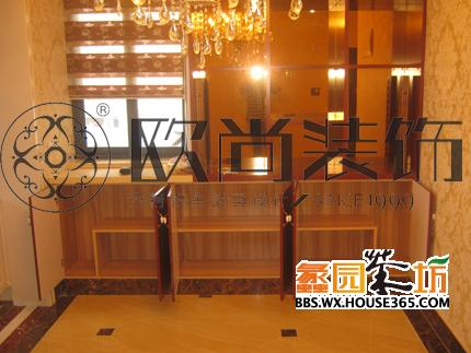 餐厅:餐边矮柜,很方便!