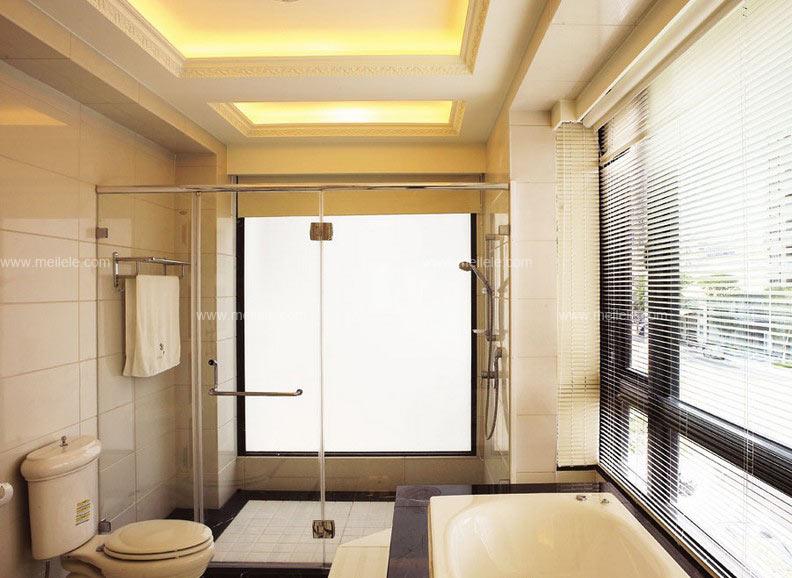 欧式卫生间设计效果图:在欧式风格卫生间装修效果图中,干湿分离的