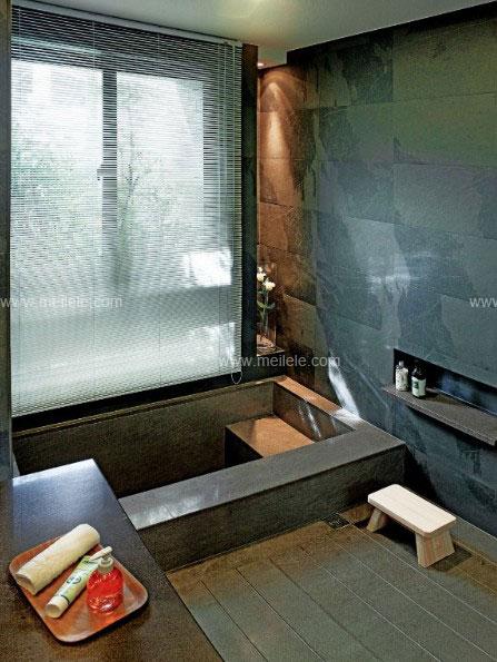 在这套美式风格卫生间装修效果图片中